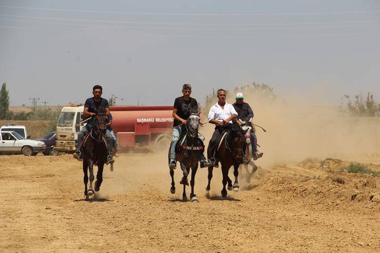 Başmakçı'da Rahvan Atları Yarıştı