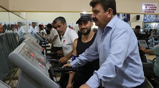 Başkan Sarı Kapalı Spor Salonunu Ziyaret Etti