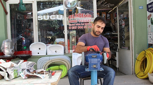 Dinar'da Bıçak Ustalarından Kurban Hizmeti