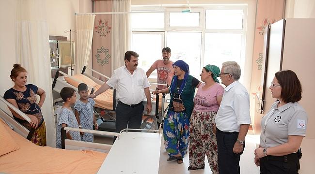 Başkan Nihat Sarı'dan Hastanede Sünnet Çocuklarına ziyaret