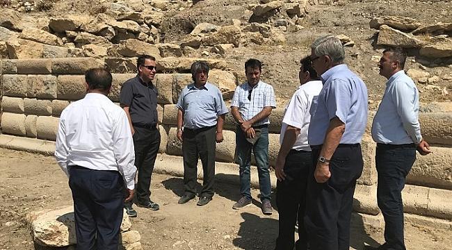 Dinar Apameia Antik Tiyatro Kazısı Yerinde İncelendi