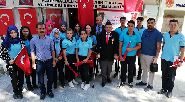 Dinarda Öğrenciler ve Vatandaşlardan Gaziler Derneklerine ziyaret