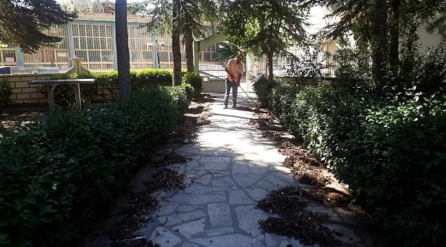 Başmakçı'da Cami Avlusu Temizlikleri Yapılıyor