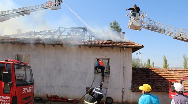 Dinar Dikici'de Ev yandı