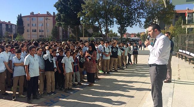 Dinar Fatih Ortaokulu Deprem Şehitlerimizi Unutmadı