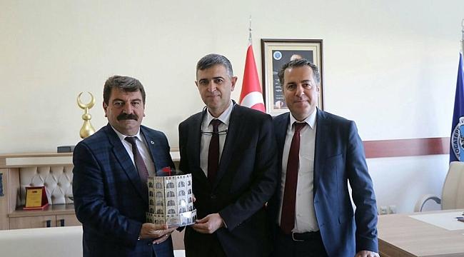 Kaymakam Kapankaya ve Başkan Sarı'dan Dekan Dr. İsa Sağbaş'a ziyaret