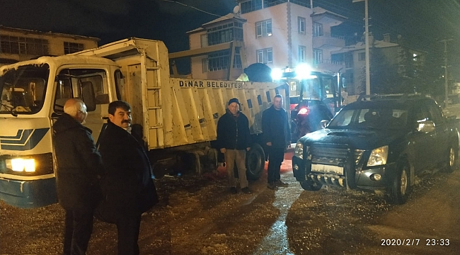 Belediyemiz Tuzlama Çalışmalarına gece de devam etti