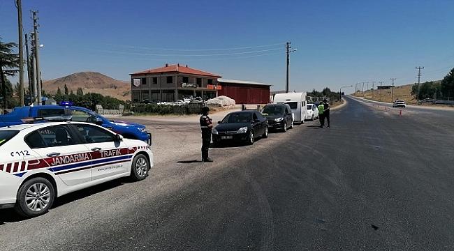 Dinar İlçe Jandarma Komutanlığı Trafik Timi Ekiplerinden Bayram Öncesi Trafik Denetimi